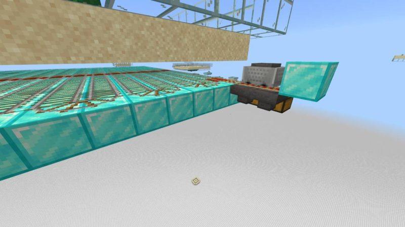 甲羅のかけらを回収するホッパー付きトロッコ